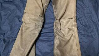 ヒントその101.色あせた革パンツを復活させる方法